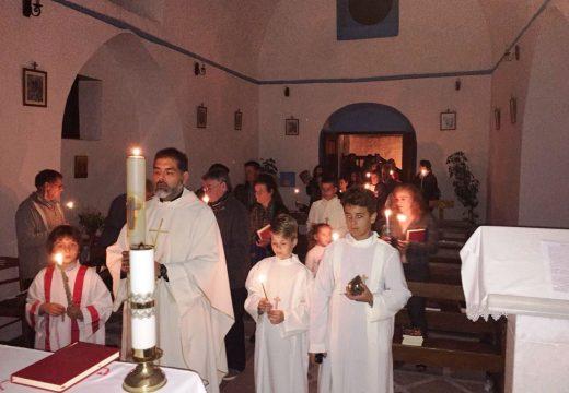 Triduo Pascual en la parroquia católica de Paros